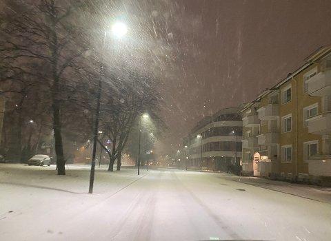 HVITT: Slik så det ut i Lillestrøm sentrum i 01-tiden natt til torsdag.