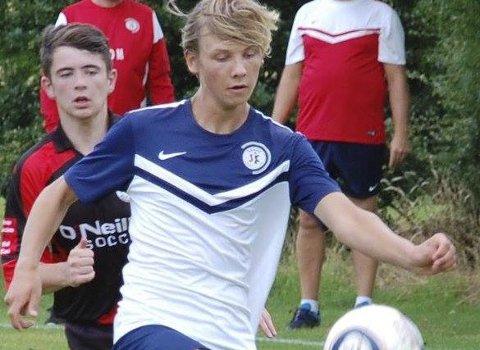 HATTRICK: Ungdommen i San de SK imponerer: Guttespilleren Gustav Sving Helling sto for tre mål i A-kampen mot Glassverket.
