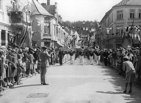 Sandefjord Ungdomskorps i Kongens gate. Bildet er tatt i 1947