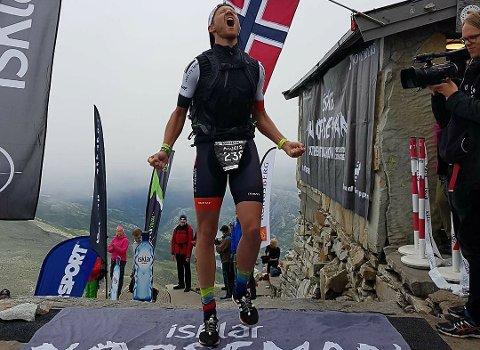 SÅ GLAD: Anders Kittilsen slipper løs jubelbrølet etter å ha fullført Norseman på rett i overkant av 12 timer.