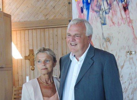 SJØMANNSKIRKEN: Kjersti og Espen Feilberg Jaconsen er begge ansatt i Sjømannskirken. Bildet fra ett arrangement i Greåker kirke.