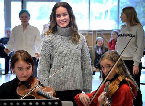Premiereklare: Komitéleder Frida Torp og de andre ved musikklinjene på Greåker videregående skole, kan by på norgespremiere på «Dr. Jekyll and Mr. Hyde» onsdag 14. februar.