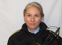 TØMT: Fungerende nærpolitisjef Linda Østensvig kan fortelle at gjenstandene i hagen på Klavestadhaugen er stjålet i tidsrommet 13/7-20/7 mens beboerne var på ferie.