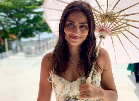 Karoline Lem bur i Singapore, men legg ikkje skjul på at ho saknar snø og kaldt vêr i førjulstida. (Foto: Privat)