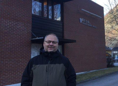 - Me er godt budde på digital undervising, seier Geir Kjetil Øvstetun, rektor ved Årdal vidaregåande skule.