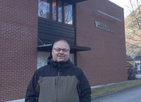 SNU SEG RUNDT: Rektor Geir Kjetil Øvstetun måtte snu seg rundt då regjeringa kom med dei nye tiltaka søndag kveld.
