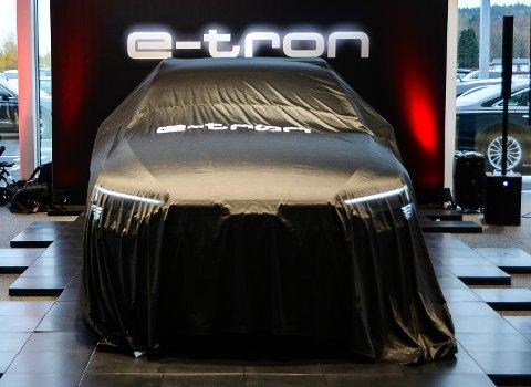 UNDER DUKEN: Audis etterlengtede e-tron.