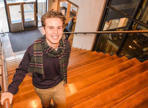 KJØR DEBATT: Jakob Semb Aasmundsen er ny lørdagsspaltist i Tønsbergs Blad. Han er fornøyd hvis det han skriver kan sette i gang viktige debatter.