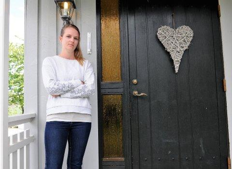 EKKELT: Madelen Lensberg liker ikke tanken på at andre har romstert rundt i huset til familien på Stokke.
