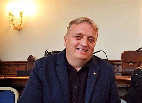 STØTTER VENSTRESIDEN: Stem på Arbeiderpartiet, SV eller Rødt ved kommunevalget, er rådet fra LO i Vestfold og Telemark, her ved distriktssekretær Harald Olsen.