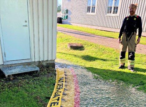 LEKKASJE: Et sykehjem og flere boliger er uten vann etter en lekkasje i Nesalleen.