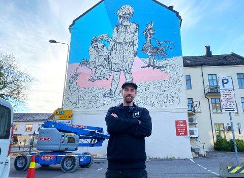 STØRST NOEN GANG: Denne veggen har Steinar Caspari-Solvang drømt om å male i mange år. Endelig fikk han sjansen.