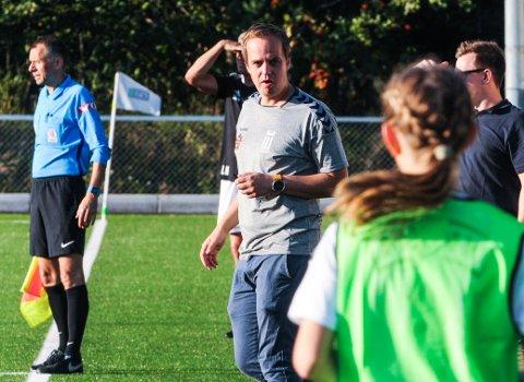 ENGASJERT: FK Eik Tønsberg-trener Kim Thomassen ønsker at fotballforbundet dropper nedrykk fra 2. divisjon i år.