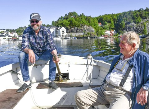 Fisker hele året: Stein Kåre Kristiansen og Halvard C. Hanssen har begge båt og fisker hele året. Foto: Anne Dehli