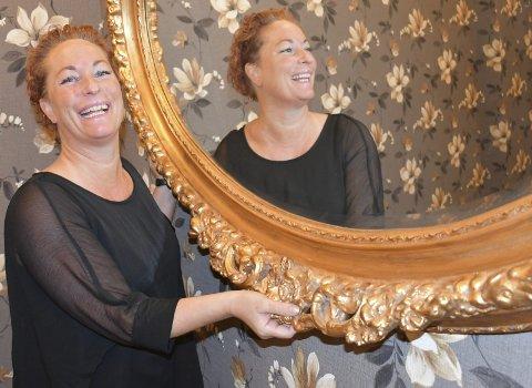 Fornøyd: Mia Åbonde og Thomas Tangen er så glade for å kunne tilby alle gjester flunkende «nye» lokaler til åpningsdagen lørdag 29. februar under kulturfestivalen Uke9. Foto: Anne Dehli