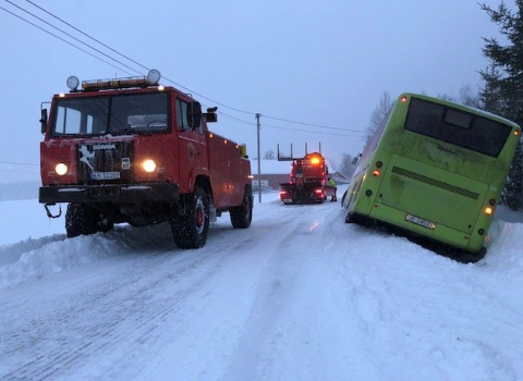 Bildet er fra en berging av buss i Eidsvoll i formiddag. FOTO: PRIVAT
