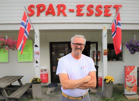 – Uten hjelpa vi fikk fra Erna, hadde vi slitt. Vi fikk en kompensasjon på 40 prosent av de faste utgiftene. Alt hjelper jo, slik når alt av arrangementer vi hadde ordre på ble avlyst, forteller Leif-Erik Sivertsen som driver Spar-Esset.
