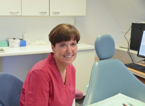 Tannpleie: Magni Gundersen Tollan er på plass i egne lokaler i 3. etasje i Sparebanken Hedmark og forsterker tannhelsemiljøet. – Jeg har blitt tatt imot med åpne armer, sier hun.
