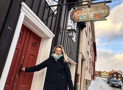 INVITERER: Kirsti Sæter inviterer til fortellerkveld på Thomasgaarden. Første gang blir førstkommende søndag.Foto: Guri Jortveit