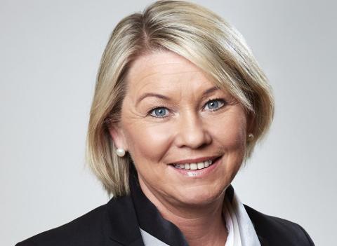 Kommunal- og moderniseringsminister Monica Mæland håper mange vil åpne dørene når departementsansatte reiser ut i landet.