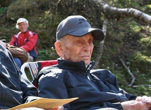 Den meritterte krigsveteranen Asbjørn Fjeld, opprinnelig fra Kvinesdal, er død. Han sovnet stille inn på Soltun sykehjem på Sola, 100 år gammel.