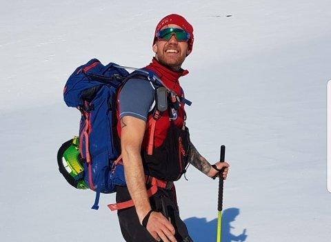 LIVSSTIL: Toppturer og mange av aktivitetene er både jobb og hobby. Her ser vi Ronny Lauritz Berntsen på en av hans mange toppturer på Svalbard.