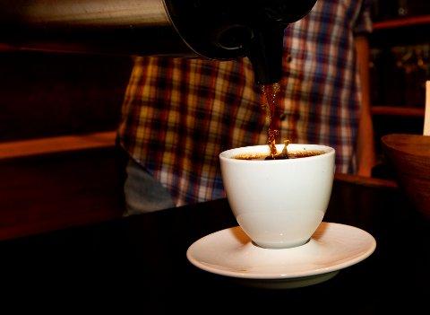 En ny studie utført i Storbritannia sier at det ikke har noe å si for hjerte og karsystemet om man drikker 1 eller 25 kopper kaffe om dagen. Illustrasjonsfoto: Terje Bendiksby / NTB scanpix
