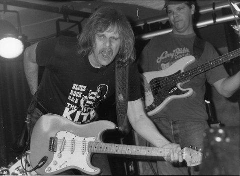Soloartisten Walter Trout i aksjon i Hulen i 1992 - noen år etter konserten sammen med John Mayall's Bluesbreakers på Studentsenteret.