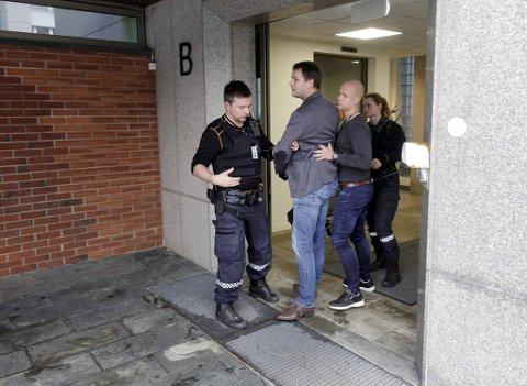 I oktober 2018 ble Arne Viste kastet ut, etter å ha nektet å forlate politikammeret i Bergen.