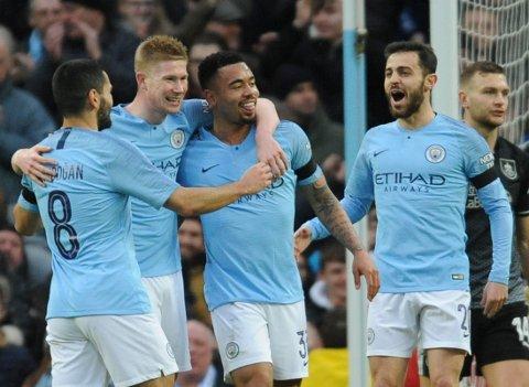 Ilkay Gundogan, Kevin De Bruyne, Gabriel Jesus og Bernardo Silva feirer seieren mot Burnley i FA-cupen. (AP Photo/Rui Vieira)