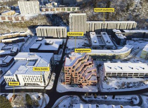 Fantoft studentby ligger llike bak byggeplassen Fantoft stasjon i midten foran. Der er det nå påvist elleve tilfeller av den sørafrikanske virusvarianten på byggeplassen.