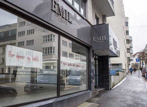 STENGT: Emil solgte klær til voksne damer. Når Bunnpris kommer her blir det mat hele uken. FOTO: EIRIK HAGESÆTER