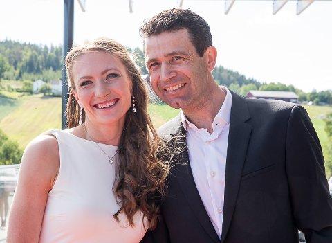 BLE HEDRET: Ole Einar Bjørndalen og Darja Domratsjeva ble tildelt IBUs æresmedalje i Kroatia søndag. Bildet er fra Bjørndalens store avslutningsfest på Hellerudsletta i sommer.
