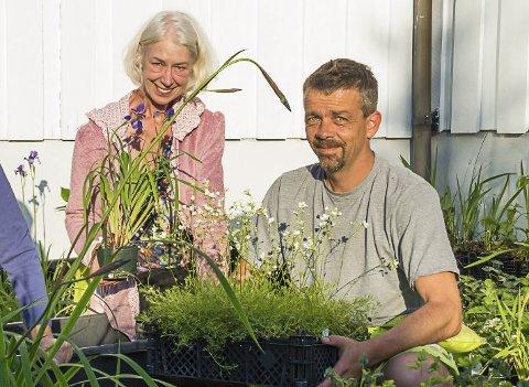På nyåret blir Enebakk Hagelag oppløst etter å ha vært en blomstrende organisasjon siden 1975. Her gjorde Merethe Reklev og Morten Dal i 2016 forberedelser til et av de populære arrangementene, planteloppemarkedet.