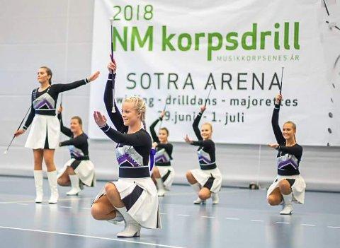 Florø Dril vann NM og skal til EM for fjerde gong. No stiller foreldra som vakter i Kalvåg Kystfestival for å tene inn til turen.