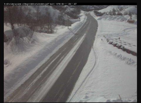 Slik ser det ut i Grytadalen laurdag føremiddag, ifølge Statens vegvesen sitt webkamera ved Magnhildskartunnelen.