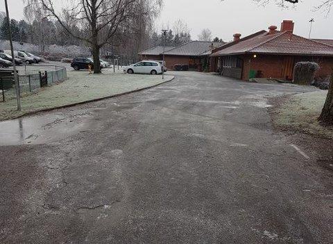 SÅPEGLATT:  Slik så det ut utenfor Glemmen sykehjem da Martin Sveberg skulle besøke sin mor og ta henne med på tur. Turen ga han opp.