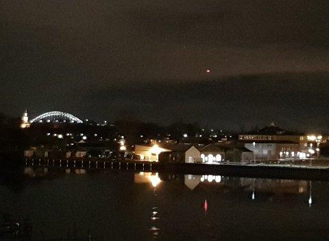 Et helikopter som ble brukt i søket etter en mann ble observert av flere over Fredrikstad torsdag kveld.