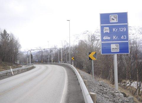 IKKE HASTESAK: Å få behandlet spørsmålet om bompengereduksjon ved Leirvik er ikke er ikke viktig nok til at denne saken kan settes inn på fykestingets dagsorden etter fristens utløp, mener fylkesrådet i Nordland.