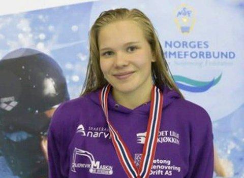 Ingeborg Vassbakk Løyning viser kjempeform i bassenget.