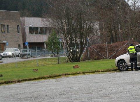 Politiet hadde tirsdag fartskontroll like i nærheten av Figgjo skole. Den nye skolen er en av årsakene til at politiet passer på at bilførerne følger fartsgrensa i området.