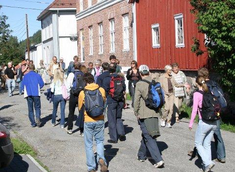 UT PÅ TUR: Bli bedre kjent med lokalhistorien, de populære byvandringene i Øvrebyen starter allerede nå på fredag. Nytt av året er at de går i regi av  Kongsvinger museum - Anno Museum.