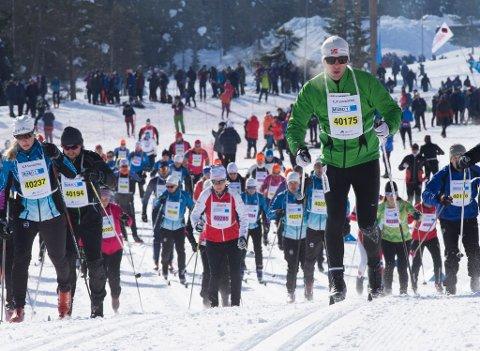 Daglig leder i Birken AS, Eirik Torbjørnsen mener de fleste har lite å tjene, rent tidsmessig, på å bruke fluor, og oppfordrer alle deltakere til å smøre fluorfritt. Illustrasjonsbilde fra Stafettbirken.