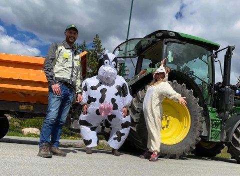 ENGASJEMENT OG GLEDE: Jevnaker- og Lunner bondelag ønsker å spre engasjement og glede rundt det å dyrke egen mat. Her ser vi Evind Wårum, Eldrid Skaug og Jane Dahl Sogn.