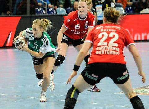 BYTTER KLUBB: Malene Staal skal neste sesong spille for Buxtehuder SV. Her i aksjon for Oldenburg i november, mot nettopp Buxtehude.