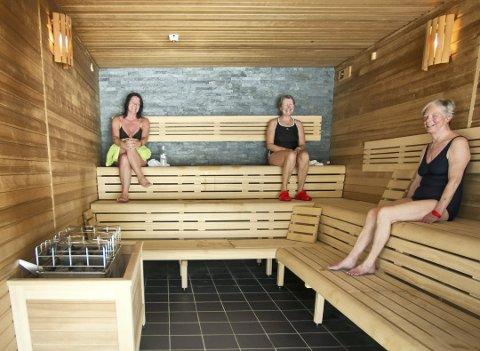 STENGT: Velværeavdelingen i Ankerskogen stenges. Her sitter Kristin Sveum, Synnøve Fossheim og Anne Julie Aschim i saunaen i 2013.
