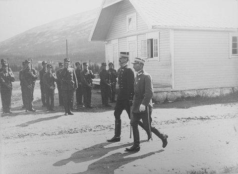 KONGEBESØK: Kong Haakon på Drevjamoen sommeren 1922. Lunsjen ble inntatt på Drevjamoen og middagen på Fru Haugans Hotel.