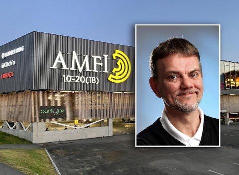 FORTVILET: Senterleder Lars Holst-Roness ved Amfi Kanebogen sier han er fortvilet over flere ungdom ikke klarer å oppføre seg på senteret.