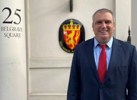 AMBASSADE-JOBB: Keith Eikenes fra Hof begynte i august på en utstasjoneringsperiode på minst to år som diplomat på den norske ambassaden i London.