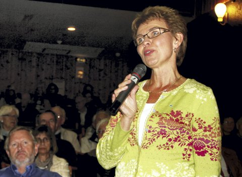 Folkemøte: Kathrine Kleveland møter mye folk gjennom sine mange engasjementer. Her fra et folkemøte for et par år siden. Foto: Pål  Nordby